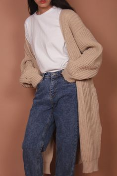 #normcore mom jeans + classic white top and oversized knitted cardigan      |      Styletorch.com