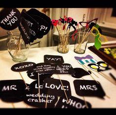 ゲスト用のフォトプロップス : 海外から学ぶ♡黒板を使った結婚式の素敵なアイディア集 - NAVER まとめ