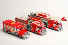 LEGO fire trucks- when he gets a little bigger Lego Ambulance, Fire Trucks For Sale, Lego Truck, Tow Truck, Lego Boards, Lego City Police, Cool Lego Creations, Lego Design, Lego Projects