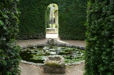 Abbey house garden- Malmesbury .Photo © Le jardin des Grandes Vignes -  http://jardindesgrandesvignes-ballades.blogspot.fr/2009/12/abbey-house-garden-malmesbury.html