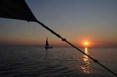 Exciting Evening on Dhow Cruise in Dubai African Sunset, Africa Destinations, Dubai City, Romantic Honeymoon, Dubai Travel, Africa Travel, Days Out, Taking Pictures, Sunsets