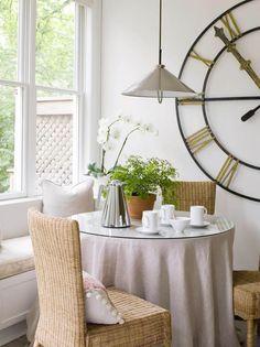 Breakfast Nook via toneontoneantiques.blogspot.com | House, Home, Hearth | Mommy Methodology