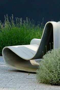 The Willy Guhl Loop Chair from is the quintessential modernist outdoor chair. An icon of Swiss mid-century modern design.