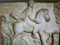 Museo Maffeiano di Verona. Marmo Romano probabile fonte di ispirazione del rilievo di Teodorico di San Zeno