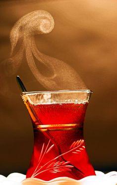 Bir bardak çay gibidir hayat. Bazen sıcak bazen soğuktur. Önemli olan onu kiminle içtiğimizdir…