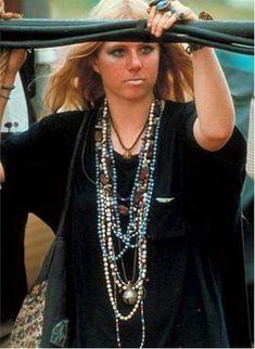 New Fashion Hippie Woodstock Flower Power Ideas 1960s Fashion, New Fashion, Trendy Fashion, Autumn Fashion, Woodstock Photos, 1969 Woodstock, Red Lace Gown, Woodstock Fashion, Feelin Groovy