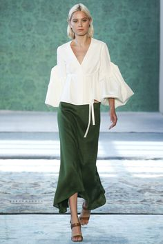 New York Fashion Week: The best looks from the catwalk-New York Fashion Week: Die besten Looks vom Laufsteg Hellessey Spring / Summer 2017 - New York Fashion, Fashion Week, Fashion 2017, Look Fashion, Runway Fashion, High Fashion, Fashion Show, Womens Fashion, Fashion Design