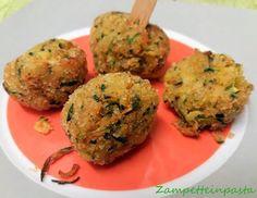 Le polpette di zucchine sono un'ottimo secondo piatto, fritte o cotte al forno, con o senza uova, con o senza ricotta....insomma in tante varianti, soddisfano sempre tutti!!!Le mie piccole polpette d