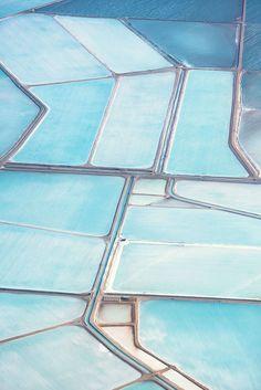 Blue salt fields in, Shark Bay Australia. Photographer Simon Butterworth took aerial shots of it. Shots of blue salt fields look so surreal, like patterns of abstract painting. Shabby Chic Design, Le Grand Bleu, Everything Is Blue, Felder, Birds Eye View, Aerial Photography, Photography Series, Minimal Photography, Stunning Photography