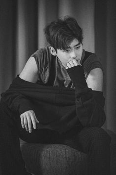 Discovered by wallflower. Find images and videos about lee jong suk on We Heart It - the app to get lost in what you love. Lee Jong Suk Wallpaper, Lee Jong Suk Cute, Kang Chul, Choi Jin, Han Hyo Joo, W Two Worlds, Park Hyung Sik, Kim Woo Bin, Kdrama Actors