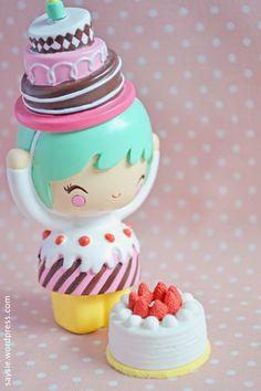 Momiji Doll, Kokeshi Dolls, Flower Background Wallpaper, Flower Backgrounds, Today Is My Birthday, Girl Birthday, Candy Dress, Toys Land, Kawaii Doll