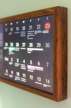 Smart Home - Digital Wall Display - Smart Screen - Wifi Calendar - Rasperry Pi - Smart Hub Home Office Setup, Desk Setup, Home Office Design, Office Decor, Smart Mirror Diy, Diy Mirror, Smart Home Design, Rack Tv, Pc Gaming Setup