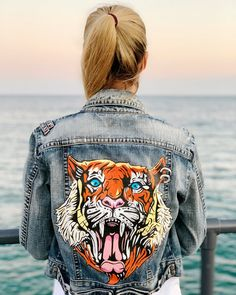 Roaring tiger painting on the back of a Eva Morritz denim jacket, addition. Tiger Painting, Demin Jacket, Painted Denim Jacket, Coat Paint, Custom Clothes, Blue Jeans, Hand Painted, Style Inspiration, Jackets