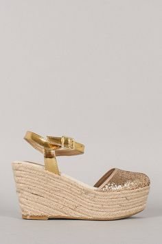 ebb0acf4a0b9 Give your feet a treat with this cute platform wedge! Featuring round toe  with sparkling glitter accent