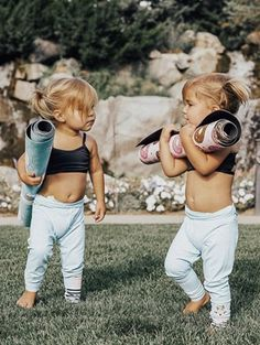 Littles and babes kids, parenting, children, cute kids. Future Mom, Future Daughter, Baby Pictures, Baby Photos, Little Babies, Cute Babies, Adorable Little Girl, Twin Babies, Bff