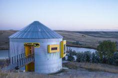 Grain Bins And Silos As Alternative Housing---      http://blog.builddirect.com/grain-bins-and-silos-as-alternative-housing/