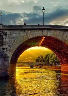 Google + - Река Сена, Париж, Франция