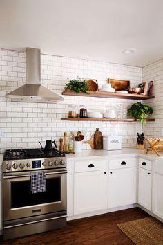 39 Creative cheap small kitchen remodel ideas Source by s Kitchen Ikea, New Kitchen Cabinets, Home Decor Kitchen, Kitchen Interior, Kitchen Storage, Kitchen Shelves, Design Kitchen, Kitchen Wood, Kitchen Backsplash
