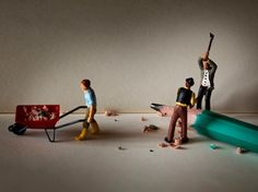Dans sa série Little People, le photographe français Jean-Joseph Renucci rejoint les rangs de Slinkachu et Christopher Boffoli dans la création de mondes miniatures fantastique.