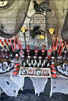 Décor at a Halloween Party #Halloween #partydecor