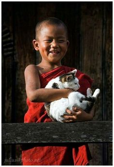 Awsome little child with cat