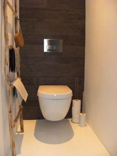 Foto van Moon uit Nijmegen, via VT wonen. Simpele toilet maar sfeervol. I like!