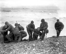 On June 1944 everything went horribly wrong when Allied troops landed on Omaha Beach as part of the D-Day invasion of Normandy. Battle Of Normandy, Normandy Invasion, Canadian Soldiers, American Soldiers, D Day Photos, Omaha Beach, 4th Infantry Division, D Day Invasion, Normandy Beach