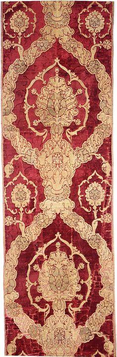 Length of Velvet. Late 15th c. Venice. W 23in L 12ft 4in.  Silk; metal thread. Met Museum