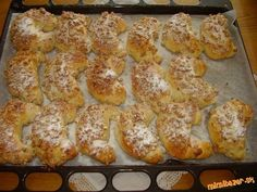Rohlíčky trdelníčky na spôsob Skalického trdla. Czech Recipes, Russian Recipes, Ethnic Recipes, Sweet Desserts, Sweet Recipes, Eastern European Recipes, Bread And Pastries, Graham Crackers, Nutella