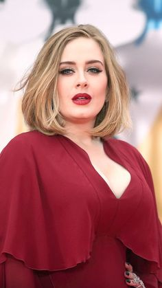 Adele at the 'BRIT Awards lady in red. Beauty And Fashion, Home Fashion, Brit Awards 2016, Adele Style, Adele Adkins, Corte Y Color, Girl Crushes, Hair Inspiration, My Hair