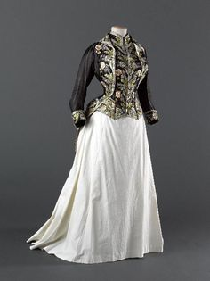 Victorian ensemble: Redingote, From the Musee Galliera - Fripperies and Fobs 1870s Fashion, Edwardian Fashion, Vintage Fashion, Vintage Outfits, Vintage Gowns, Victorian Dresses, Victorian Era, Beautiful Gowns, Beautiful Outfits