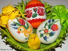 Design by Suzi: Polystyrénové vajíčka Cross Stitch Bird, Crossstitch, Easter Eggs, Jar, Spring, Crafts, Design, Scrappy Quilts, Cross Stitch
