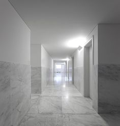 White marble and plaster corridor inside the Hotel Vidago Palace by Alvaro Siza. Photo by Fernando Guerra.
