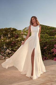 Bohemian Gown, Bohemian Wedding Dresses, Dream Wedding Dresses, Bridal Dresses, Wedding Dress Casual, White Pantsuit Wedding, Timeless Wedding Dresses, Simple Classy Wedding Dress, Wedding Dress Sheath
