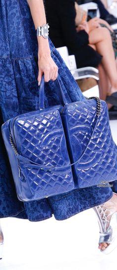 Chanel Spring 2016 Ready-to-Wear Fashion Show - Left Chanel Fashion, Fashion Bags, Fashion Show, Fashion Accessories, Womens Fashion, Fashion Trends, Chanel Handbags, Purses And Handbags, Chanel Bags
