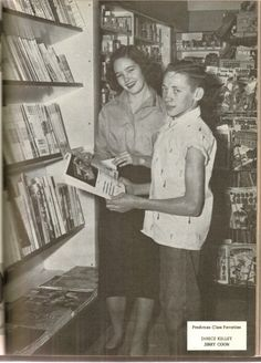 (5) Comic books at a Texas drug store, 1955.