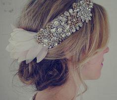 doloris-petunia-headpiece-wedding-hair-accessories.jpg 400×343ピクセル
