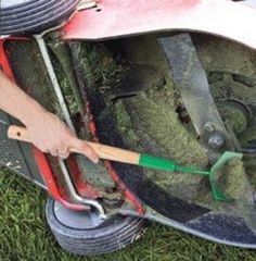 BW5000 - Lawn Mower Blade Scraper - Safely clear cuttings & debris