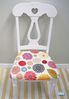 reupholster and paint old chairs. great when u find a good one at an estate sale or auction or flea market. Upcycled Furniture, Furniture Projects, Furniture Decor, Painted Furniture, Painting Old Chairs, Chair Redo, Diy Chair, Hand Painted Chairs, Fashion Room