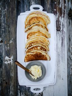 Norwegian Griddle Cakes with Buttercream (Sveler med Smørkrem) - North Wild Kitchen Savory Breakfast, Breakfast Recipes, Pancake Recipes, Breakfast Time, Breakfast Dishes, Brunch Recipes, Breakfast Ideas, Bread Recipes, Norwegian Food