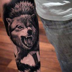 50 realistische Wolf Tattoo Designs für Männer - Canine Ink Ideen #canine #de... #canine #designs #ideen #manner #realistische #tattoo Wolf Tattoo Forearm, Wolf Tattoo Sleeve, Sleeve Tattoos, Tattoo Wolf, Cute Tattoos, Body Art Tattoos, Hand Tattoos, Tattoos For Guys, Tatoos