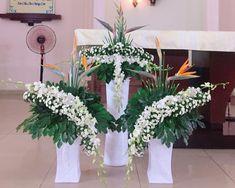 Altar Flowers, Church Flowers, Funeral Flowers, Flower Arrangement Designs, Flower Designs, Altar Decorations, Vases Decor, Funeral Flower Arrangements, Floral Arrangements