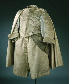 Byxor av vit sidenatlas. Karl X Gustav (1622-1660)Namn   Ägare: Karl X Gustav av Sverige  Tillverkare: Mårten Balko  Datering  1654Övriga Nyckelord  byxorSamling  LivrustkammarenInventarienummer  21997 (3394:b)