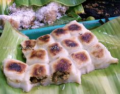 Cavite city As for their delicacy called as Bibingkoy, boiled mongo is enveloped in a giniling na galapong. Filipino Dishes, Filipino Desserts, Asian Desserts, Filipino Recipes, Asian Recipes, Filipino Food, Yummy Recipes, Sweet Potato Flour, Pinoy Dessert