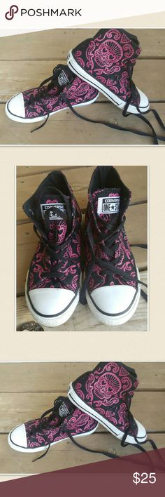 Day of the dead high top converse shoes Aweso.e dia de los muertos converse shoes. Very good condition. Shoe laces are good. Converse Shoes Sneakers