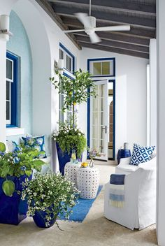 20 Wonderful Flower Pot Design And Decor Ideas For This Spring - Add color to your garden, patio, or indoor space with simple flower pot crafts. Flower pots are functional blank canvases, encouraging a wide range of. Patio Azul, Blue Patio, Outdoor Rooms, Outdoor Living, Outdoor Decor, Greek Decor, Porch Decorating, Decorating Ideas, Bunt