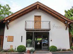 Pfefferlechner - Biergarten mitten in Lana Holland, Restaurants, Camping, Mansions, House Styles, Home Decor, Hiking, Italy, Places