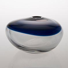 """Timo Sarpaneva - Art glass sculpture """"Nukkuva lintu"""" (Sleeping bird) (l. 20 cm) for Iittala 1962, Finland."""