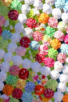 Bright colours in Suffolk Puff / Yoyo quilt by Lilibet Stanley