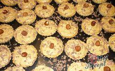 Karamelově-mléčné košíčky | NejRecept.cz Best Christmas Cookies, Hungarian Recipes, Mini Cheesecakes, Beautiful Christmas, Cookie Recipes, Sushi, Muffin, Homemade, Minion